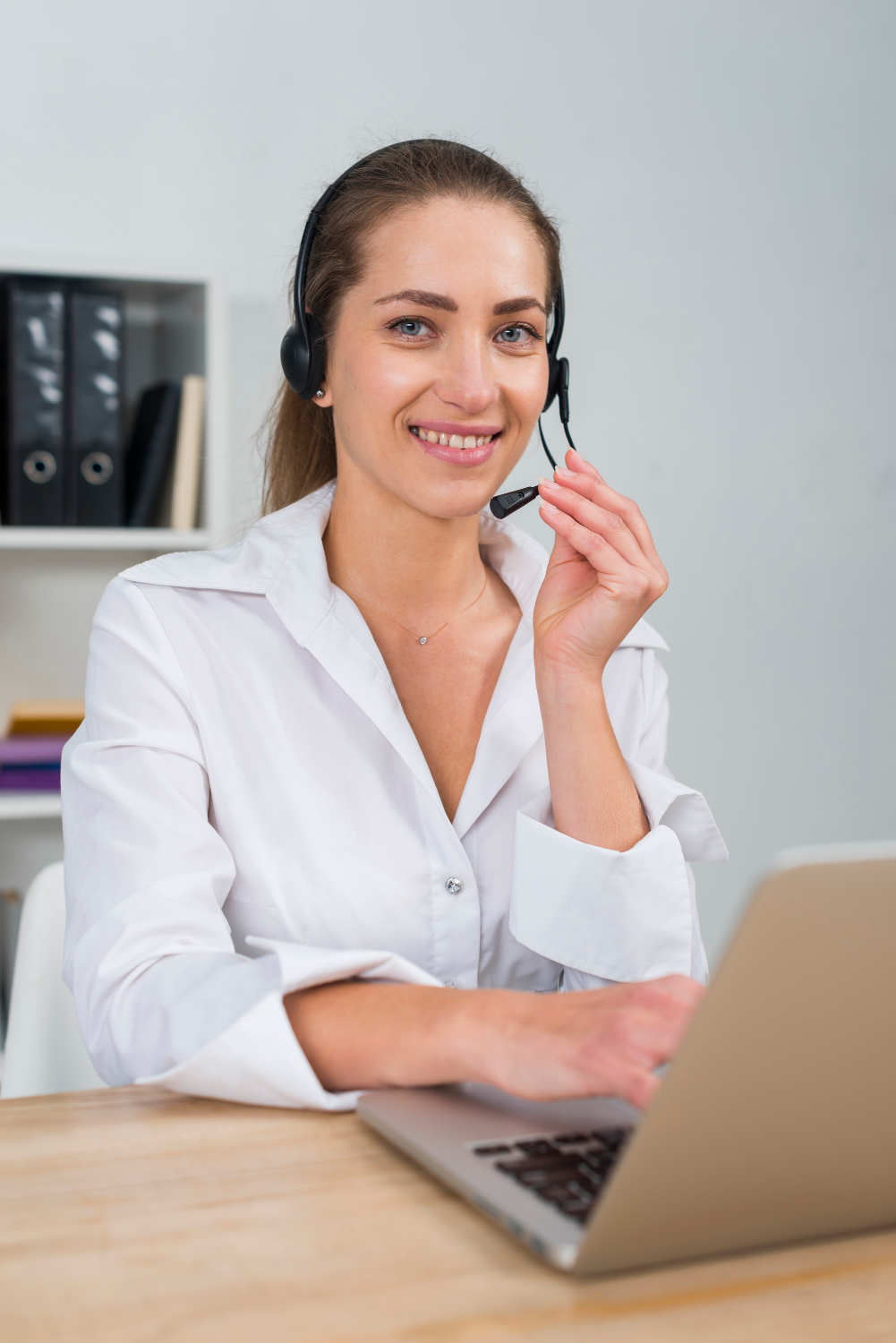 woman-working-call-center